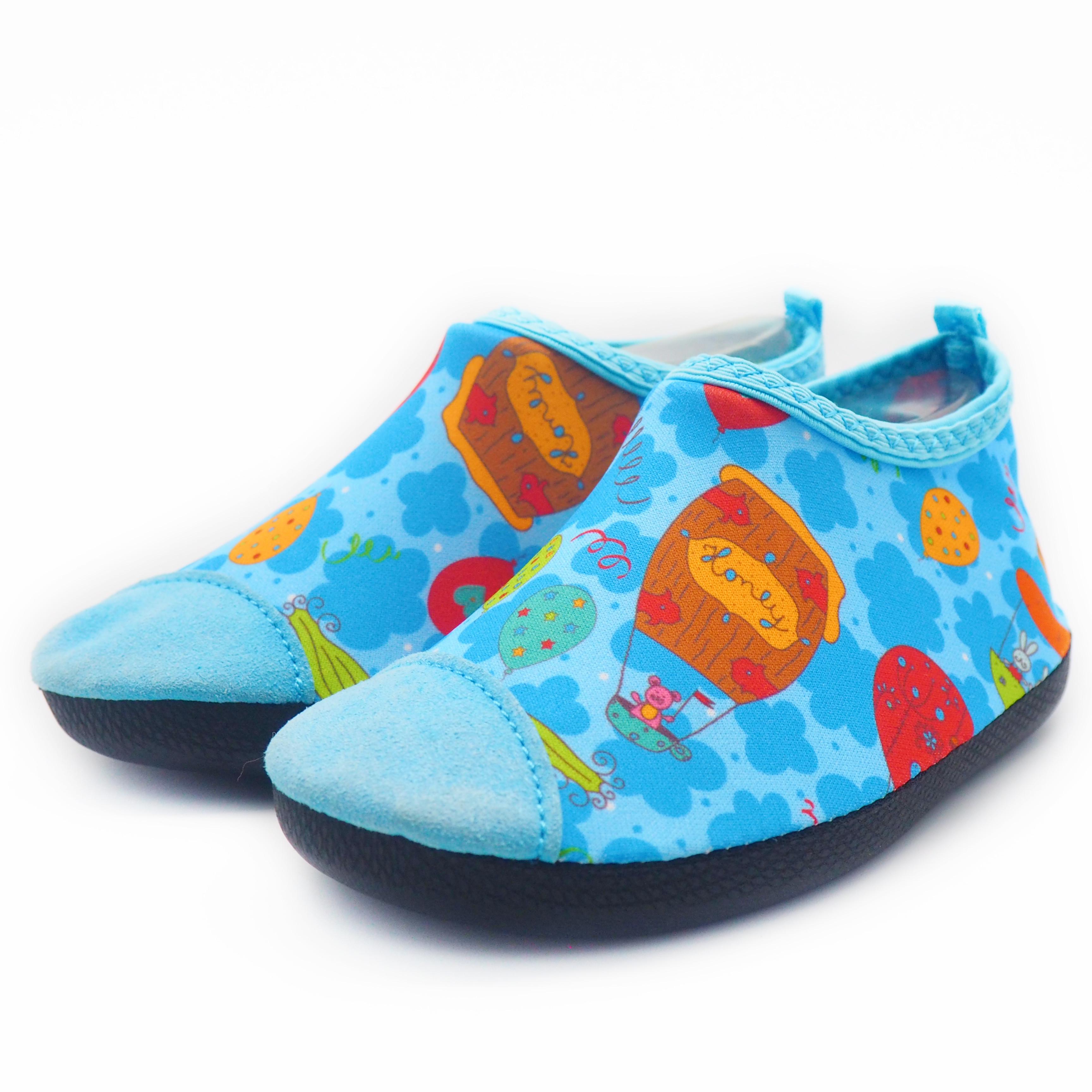 4ce21bee25c6 Lightweight Childrens Aqua Shoes Anti - Slip Waterproof Footwear For ...