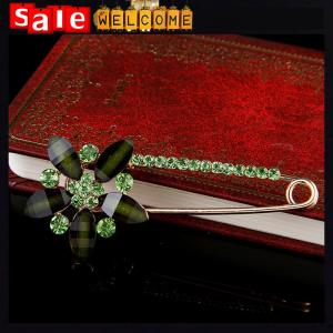 China Green Crystal Water Drop Brooch Luxury Emerald Broach ,Costume Buckle Pins Scarf Jewelry on sale
