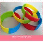 Las pulseras del silicón de los deportes de las pulseras de los países, aptitud personalizaron la pulsera del silicón