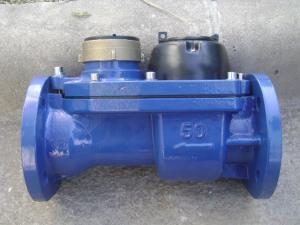 China Combined Type Woltman Water Meter / Cold Water Meter Low Pressure Loss In Iron Body on sale