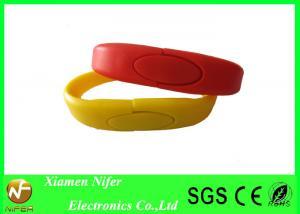 China Pulseras personalizadas rojas o amarillas del OEM/del ODM de las unidades USB de la pulsera/del silicón on sale