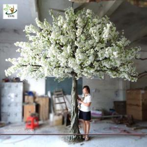 China UVG 4m Decorative artificial tree with white cherry blossoms for wedding stage decoration on sale