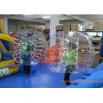 O vermelho inflável claro da bola da bolha prende com correias bolhas infláveis da colisão da bola da barriga dos adultos com CE