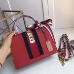 New products shipped Head Coat Oil Wax CowhideThe concept of atmospheric design is very practical The handbags are uniqu