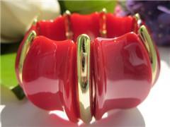 China 優美で赤い花弁の形のプラスチック ブレスレット on sale
