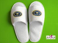 China Open Toe Embroidery 100 % Microfiber Mens 41 / 42 Disposable Hotel Slippers on sale