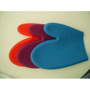 China  No BPA , non radiative Silicone  Kitchenware oven gloves /  mitts  gauntlets  for cooking on sale