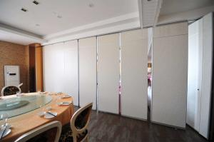 China Hotel Movable Folding Partition Walls With Aluminum Trolley And Ceiling Tracks on sale