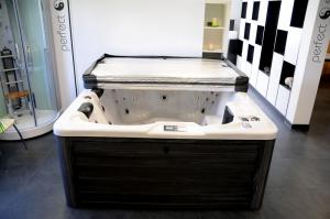 China New arrival 5 seat hot tub outdoor spa  P-3808 whirlpool with CE/TUV/SAA certificate on sale