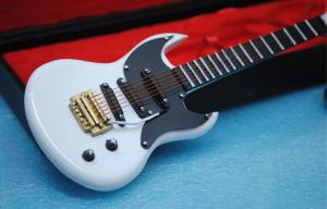 China Lifelike Injection Molded Toys / Plastic Guitar Model Toy For Action Figures Ornament on sale