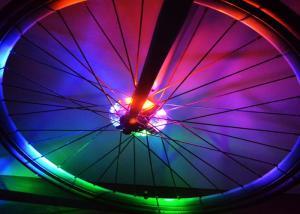 China Luces decorativas resistentes de la rueda del multicolor de agua con la batería segura LR44 on sale