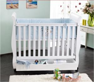 China popular wooden baby crib on sale