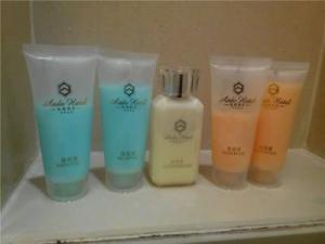China Female Travel Size Shampoo Deep Clean Mini Hotel Shampoo And Conditioner on sale