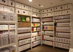 China Garment Shop Metal Shelving Units With Wood Shelves25mm Melamine MDF Board on sale