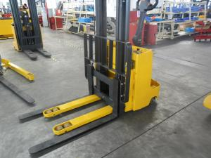 China Adjustable fork lift stacker Warehouse Lift Equipment , Load Distance 440mm on sale