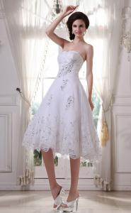 China Formal Sweetheart A Line White Lace Short Brides Dresses With Beads on sale