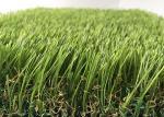 Césped falso de la hierba artificial al aire libre del árbol de hoja perenne PE PP con alta resistencia de desgaste