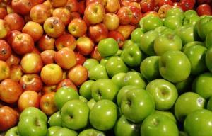 China Large Crisp Tasty Fresh Green / Red Star Apple For Fruit Supermarket on sale