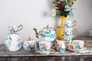 China 7oz 220cc Luxury Vintage  glossy Porcelain Bone China Tea Cups on sale