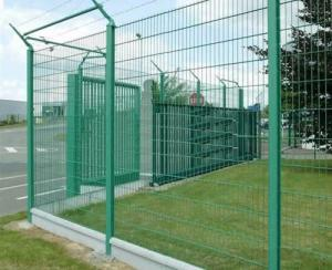 China Galvanized Iron Wire Electic galvanized welded wire mesh fence / Factory price fence panels for sale on sale