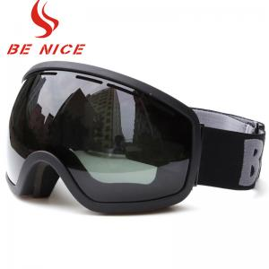 China Smoke Color Lens Snow Ski Goggles Scratch Resistant Three Layer Foam For Skiing on sale