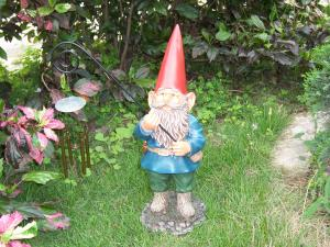 China Resin mini Funny Garden Gnomes figurine porcelain for decorating on sale