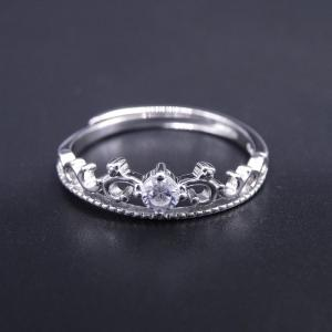 China Elegant Silver Cubic Zirconia Rings With Luxurious Imperial Crown Shape on sale