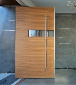 China US Villa Main Entry Door Modern Design Pivot Wood Doors with Sidelights on sale