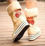Los nuevos molletes Pesado-basados refrescan las botas de nieve