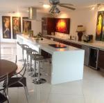 White Artificial Quartz Stone Kitchen Countertops And Island Customized