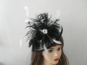 China Medium Dotted Printed Sinamay Ladies' Fascinator Hats For Women With Coque Feather on sale