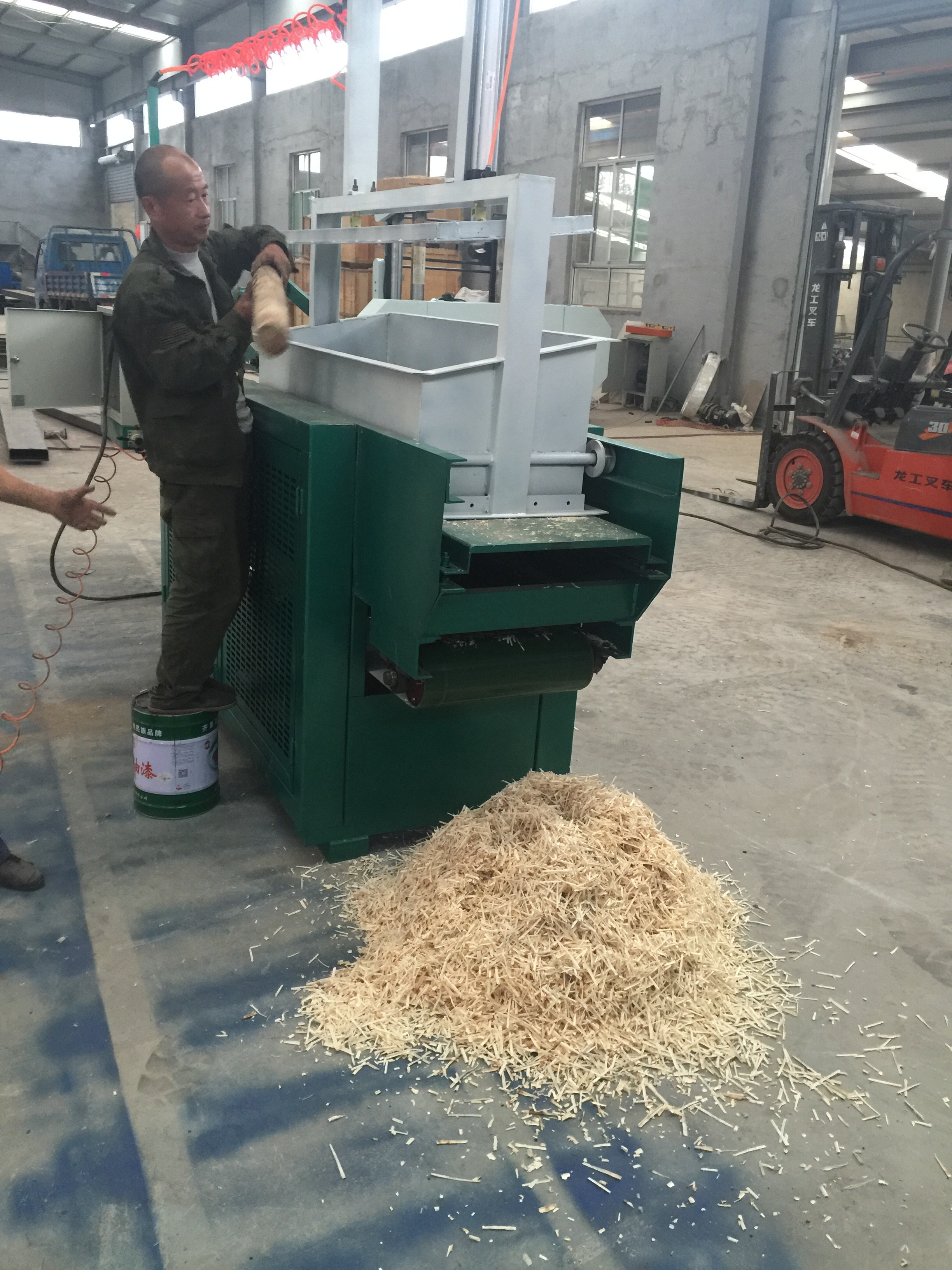 best quality wood wool machine with competitive price wood shavings