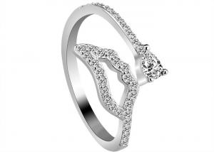 China Girlfriend Gift 925 Sterling Silver Rings With White Crystal Lip Shaped on sale