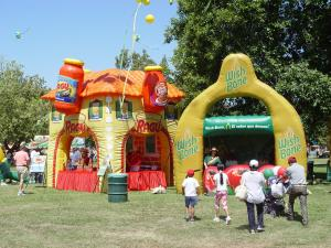 China Colorful display advertising inflatables booth Kiosks for outside exhibition on sale