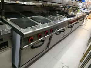 China 西部の台所装置のオーブン700*700*850+70mmが付いている商業ガスこんろ4バーナー on sale