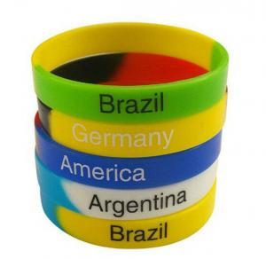 China Green Yellow Blue Fashion Personalized Silicone Bracelets Charming Durable on sale