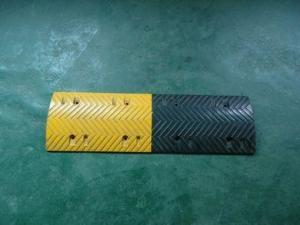 China 1000*380*50mm cat eye reflective road safety Rubber Speed bumps, speed bump on sale
