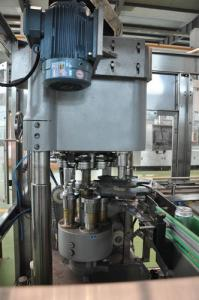 China La canette de bière/a carbonaté la boisson peut machine de remplissage, machine de cachetage de couture avec de la pression ou remplissage à chaud on sale