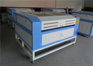 China Máquina de grabado de escritorio aprobada del laser del CO2 del CE para la piedra de acrílico de madera de la tela on sale