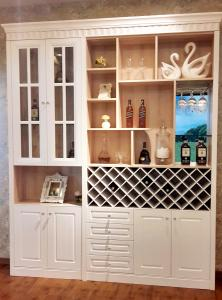 China Wooden Home Bar Wine Cabinet / Living Room Storage Boxes E0 Standard on sale