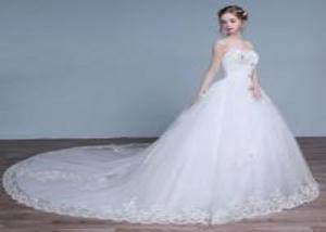 China White Sweetheart Sleeveless Ladies Wedding Dresses , Diamond Train Wedding Gowns with Lace Skirt on sale