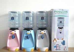 China 2,5 litres de mini de l'eau de pingouin de distributeur miniature de l'eau distributeur de boissons 8 verres de bande dessinée buvant des tasses de Drinkware on sale