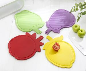 China fruit shape healthy pp cutting board on sale