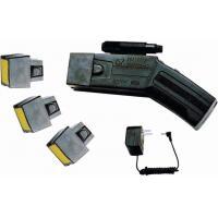 China Le pistolet à électrochoc avec la lumière laser (trois cartouches) 800KV stupéfient le gunPolice que l'anti longue distance de dispositif d'émeute stupéfient le bâton d'armes à feu on sale
