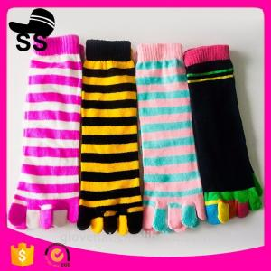 China 2017  Cheap Assorted Packed 69% Cotton 25 % polyester 6%spandex Striped Colorful Christmas Stockings Five Toes Socks on sale