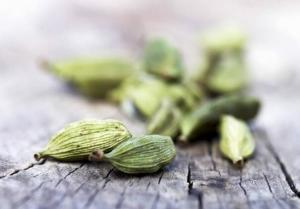 China Eletteria cardamomum Maton seeds fruits Cardamom pods traditional herb spice Xiao Dou Kou on sale