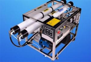 China Ro Seawater Desalination Plant , Mobile Desalination Plant 10000 LPD Capacity on sale