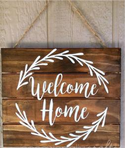 China Home Decor Personalized Family Welcome Signs 40 X 40 Cm ODM / OEM Service on sale