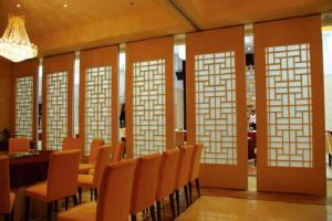 China Interior Sliding Door Acoustic Dining Room Dividers 500 / 1200mm Width on sale