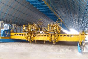 China Bridge Bucket-wheel Reclaimer   Capacity: 300t/h, 2500t/h Particle Size: 0-300mm   on sale